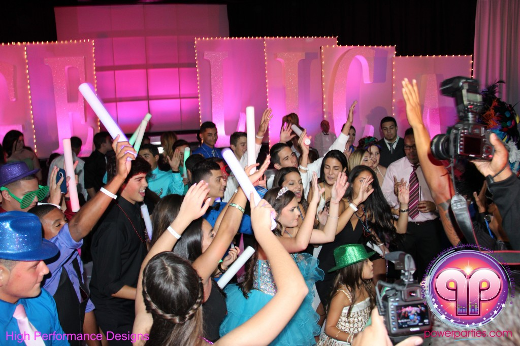 Miami-DJ-Quince-Stages-Power-Parties-Fontainebleau-Miami-Beach-Angelica-Quince stage-Decor-Photo-Booth-20140724_ (19)