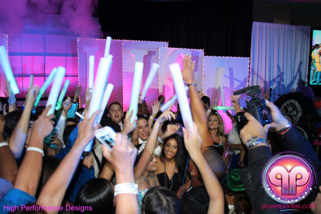 Miami-DJ-Quince-Stages-Power-Parties-Fontainebleau-Miami-Beach-Angelica-Quince stage-Decor-Photo-Booth-20140724_ (33)