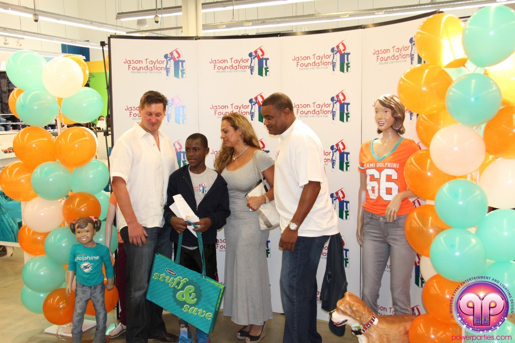jason_taylor_miami_dolphins_foundation_old_navy_dj_laz_hits_973_power_parties_20140901_ (10)