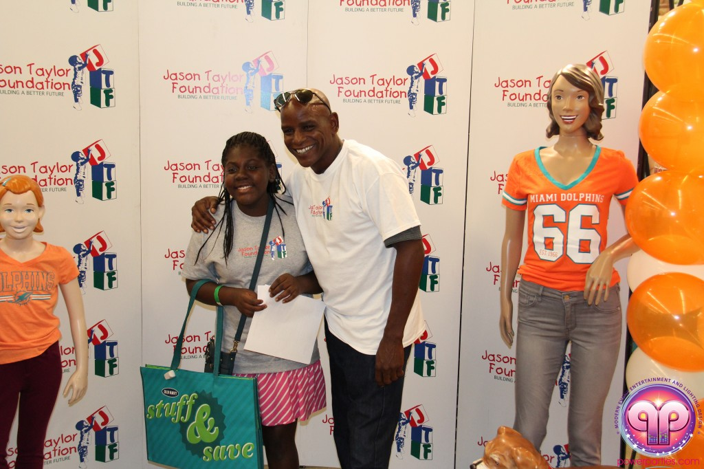 jason_taylor_miami_dolphins_foundation_old_navy_dj_laz_hits_973_power_parties_20140901_ (15)