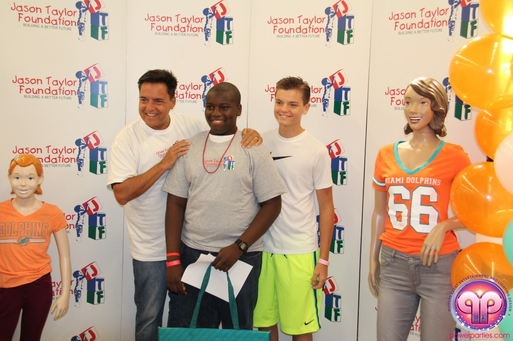jason_taylor_miami_dolphins_foundation_old_navy_dj_laz_hits_973_power_parties_20140901_ (16)
