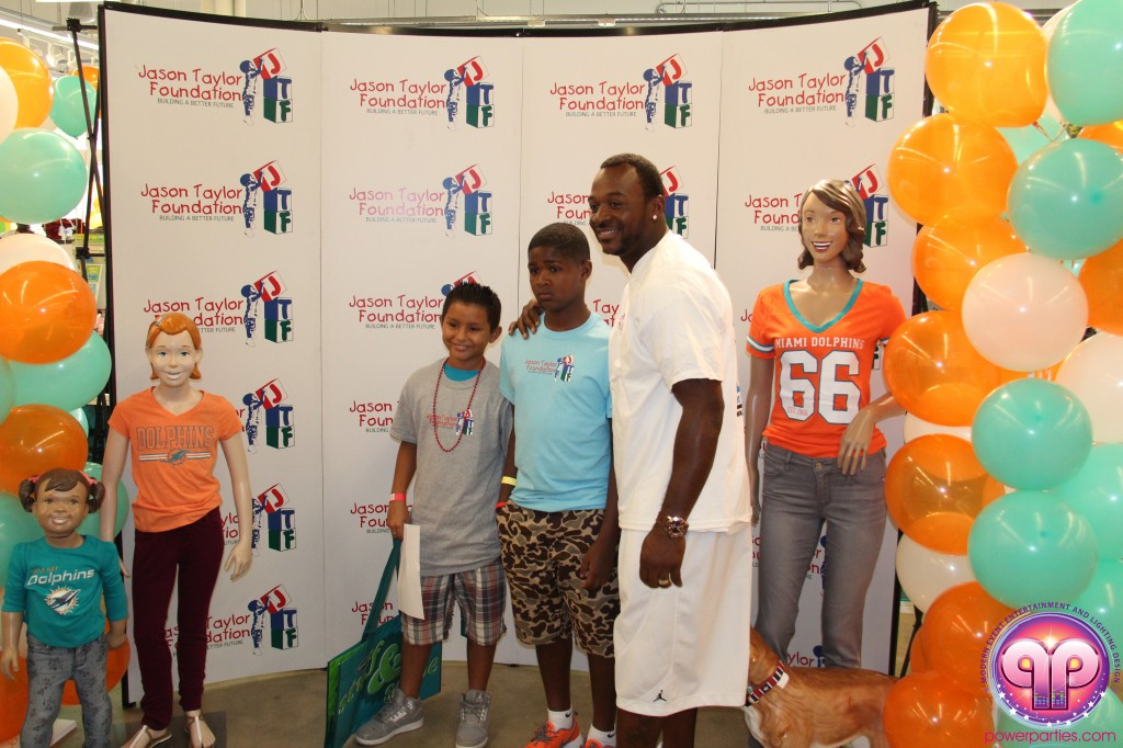 jason_taylor_miami_dolphins_foundation_old_navy_dj_laz_hits_973_power_parties_20140901_ (17)