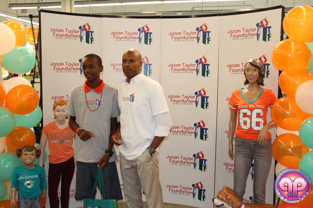 jason_taylor_miami_dolphins_foundation_old_navy_dj_laz_hits_973_power_parties_20140901_ (18)