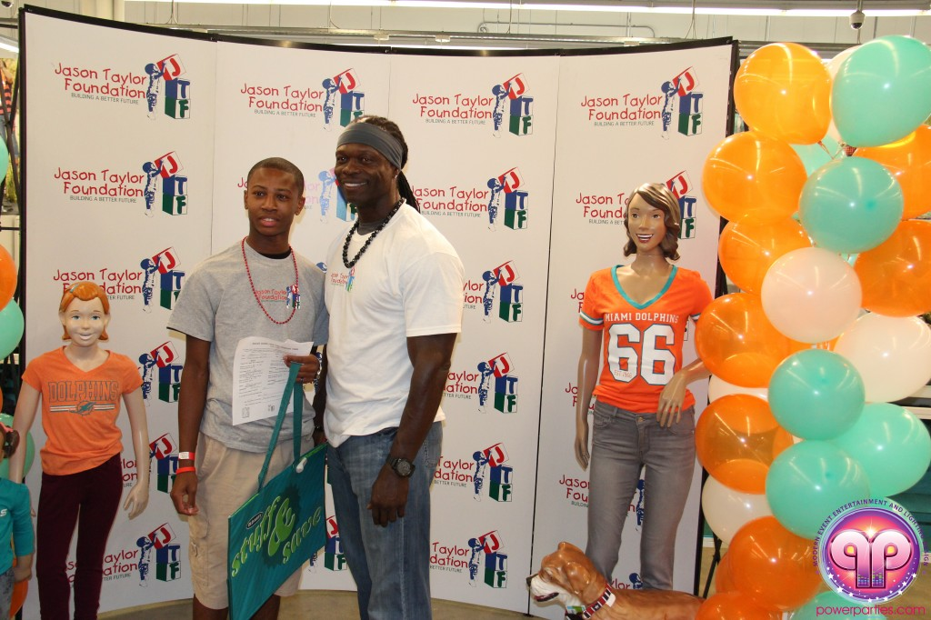 jason_taylor_miami_dolphins_foundation_old_navy_dj_laz_hits_973_power_parties_20140901_ (19)