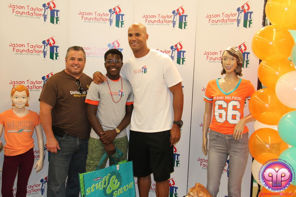 jason_taylor_miami_dolphins_foundation_old_navy_dj_laz_hits_973_power_parties_20140901_ (24)