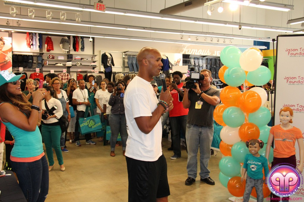 jason_taylor_miami_dolphins_foundation_old_navy_dj_laz_hits_973_power_parties_20140901_ (6)