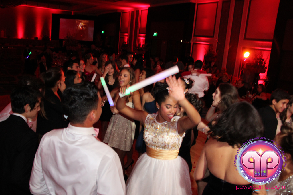 best-dj-quince-wedding-miami-airport-hilton-power-parties-dj-lighting-south-florida-stage-fantasy-designers-20141129_ (36)