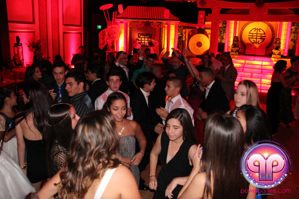best-dj-quince-wedding-miami-airport-hilton-power-parties-dj-lighting-south-florida-stage-fantasy-designers-20141129_ (67)